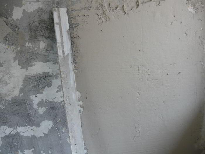 раствор на стене
