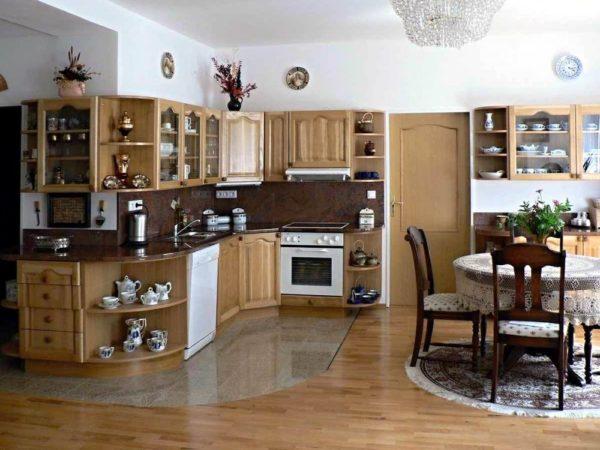 Плюсы и минусы укладки ламината на кухне