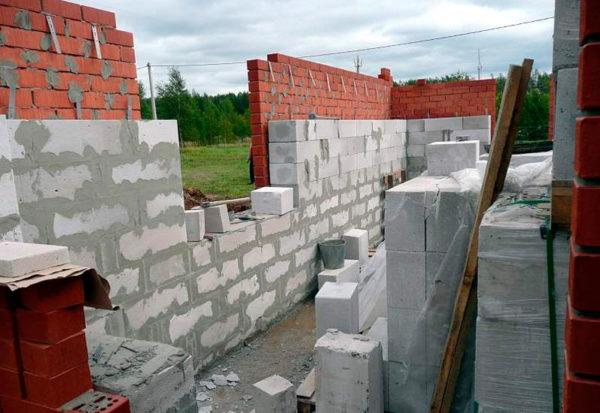 Внутренняя стена из газосиликатных блоков